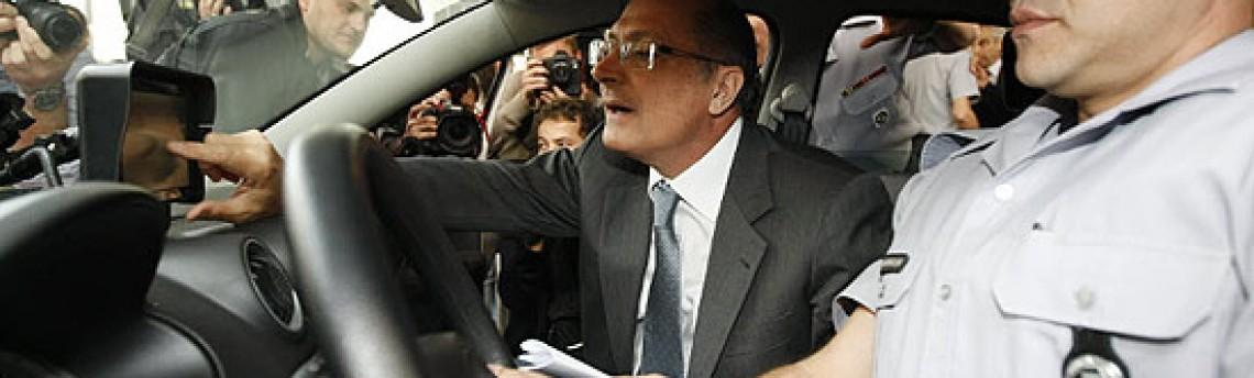 Todos os carros da PM em SP terão tablets até 2012, diz Alckmin
