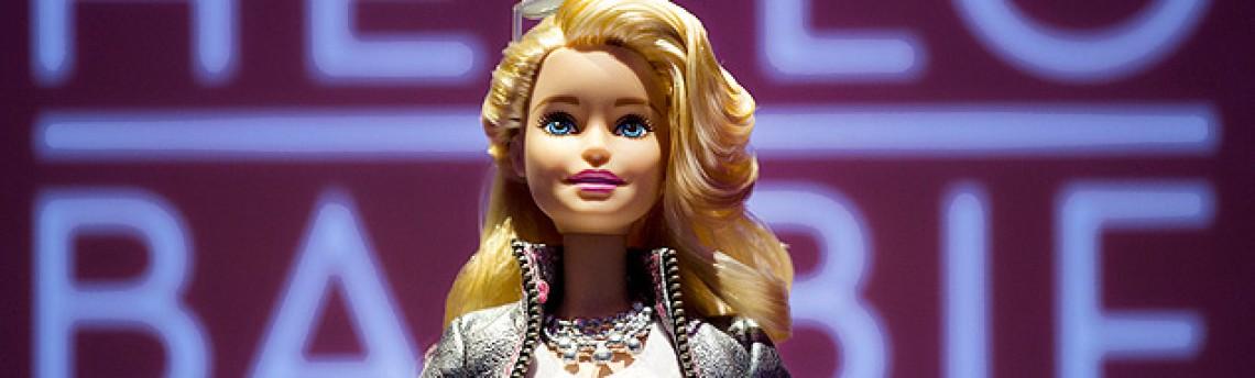 Barbie hi-tech conversa 'de verdade' com crianças e envia e-mail para pais